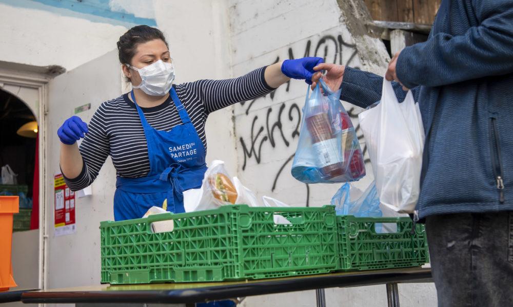A Genève, la distribution de repas aux sans-abri s'adapte à la situation