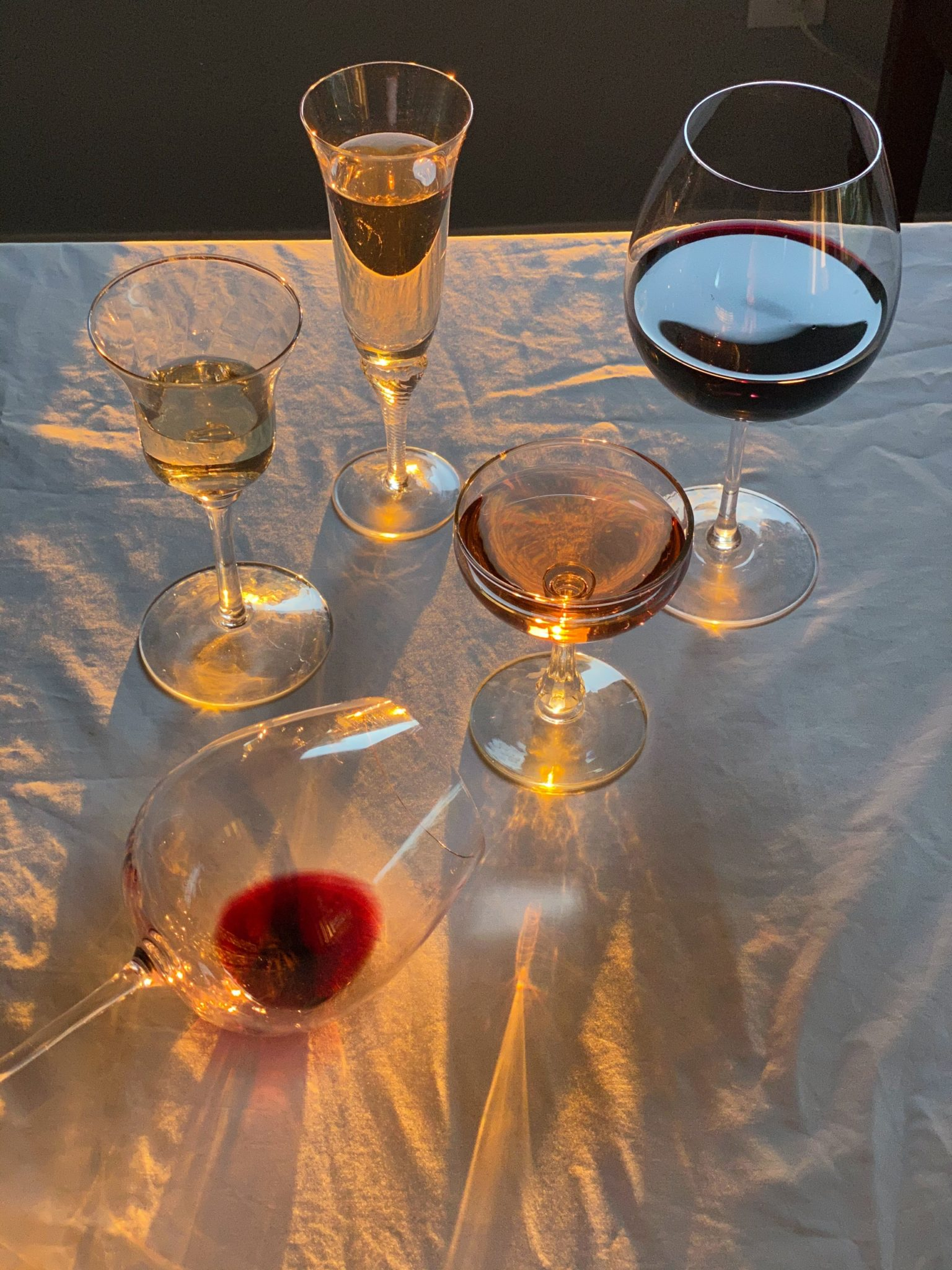 Verres alcool vides fin soirée