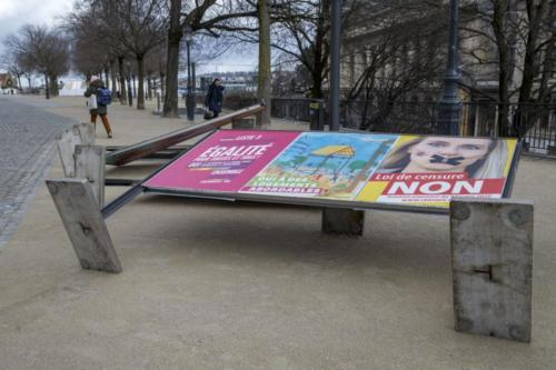 Le vent fait basculer des panneaux d'affichage à Genève